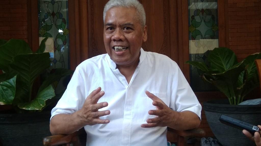 Dwi Irianto alias Mbah Putih, Waketum Asprov PSSI DIY yang kini ditangkap Satgas Antimafia Bola karena diduga terlibat dalam praktik pengaturan skor di kompetisi sepak bola Indonesia (Foto: medcom.id/Ahmad Mustaqim)