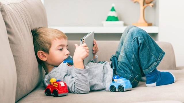 Kiat Menjauhkan Anak dari Bahaya Siber Pornografi (Foto: gettyimages)