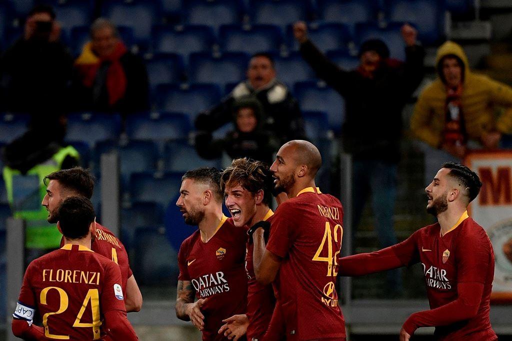 Pemain AS Roma merayakan kemenangan atas Parma (AFP/Filippo Monteforte)