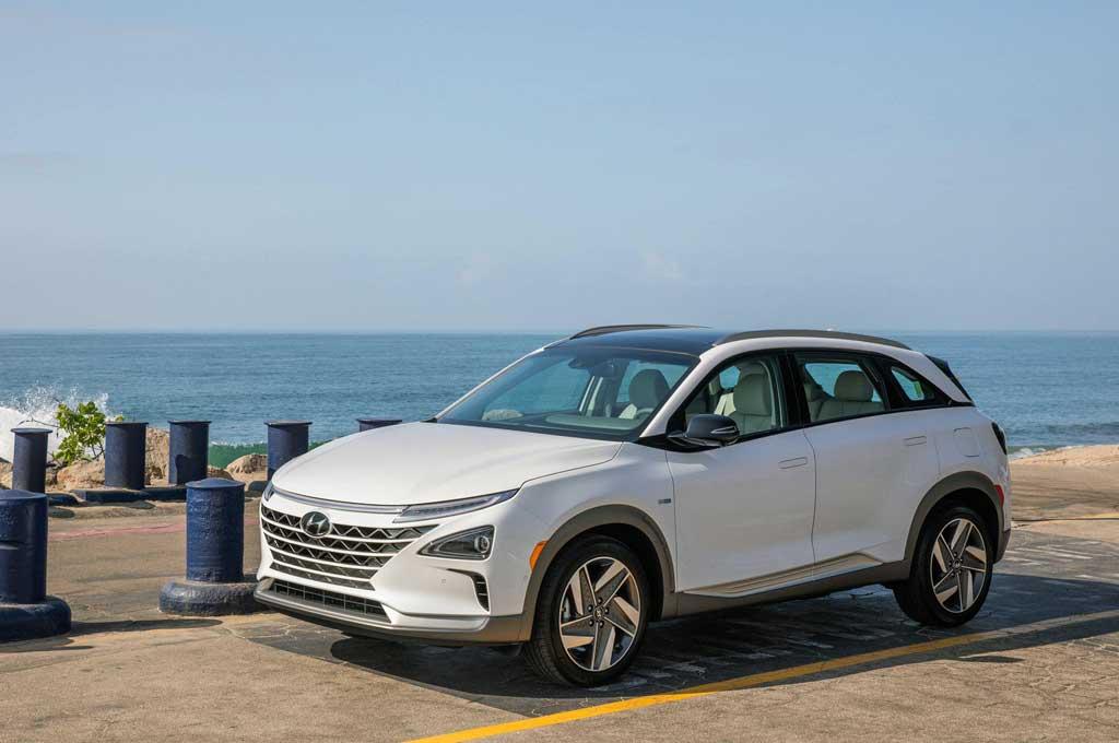 Hyundai Nexo menggunakan fitur mesin hybrid. Carscoops