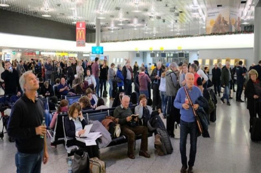 Insiden di Bandara Hanover, Jerman, Sabtu 29 Desember 2018, membuat banyak penerbangan ditunda. (Foto: AFP)