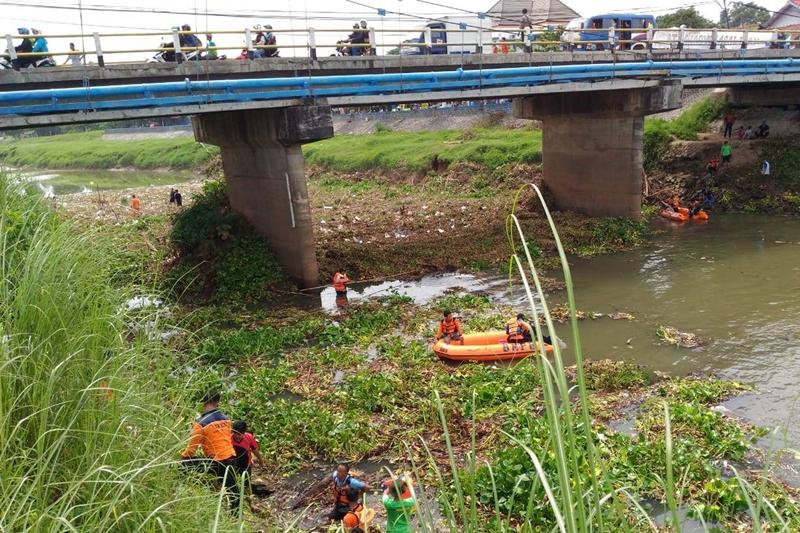 Aksi bersih-bersih sungai Karanganyar Welahan, Kabupaten Jepara, Jawa Tengah. Medcom.id/Rhobi Shani
