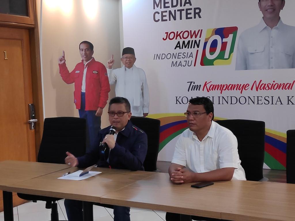 Sekretaris TKN Hasto Kristiyanto (kiri). Foto: Medcom.id/M Sholahadhin Azhar.