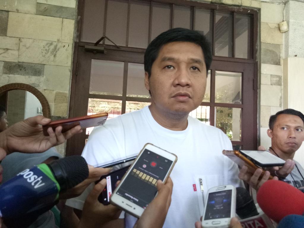 Anggota DPR RI Fraksi PDI Perjuangan Maruarar Sirait menyebut elektabilitas Jokowi-Ma'ruf Amin masih unggul. Foto: Medcom.id/Siti Yona Hukmana.