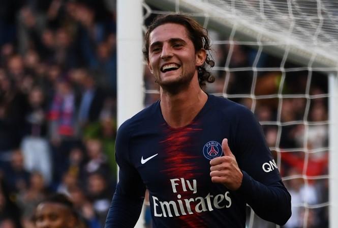 Gelandang PSG, Adrien Rabiot, belum resmi menjadi milik Barcelona (AFP/Anne-Christine Poujoulat)