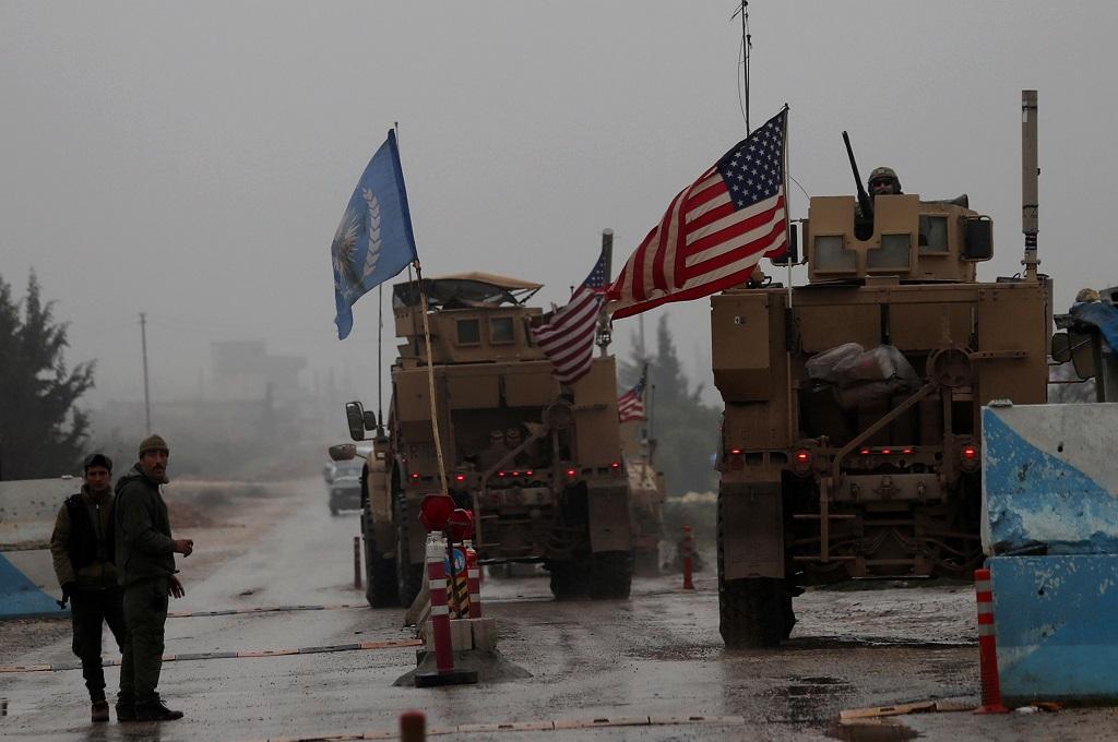 Konvoi kendaraan militer AS di Manbij, Suriah, 30 Desember 2018. (Foto: AFP/DELIL SOULEIMAN)