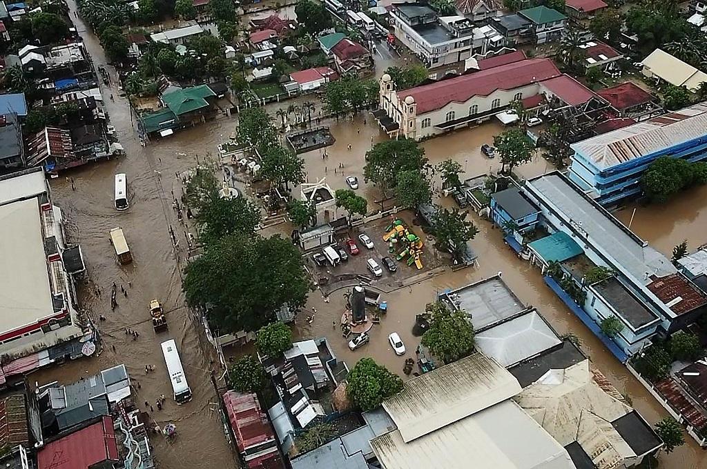 Banjir akibat badai melanda kota Baao, provinsi Camarines Sur, Filipina, 30 Desember 2018. (Foto: AFP/STR)
