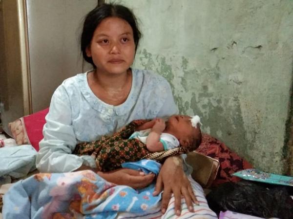 Dayanti, ibu Herdi yang jadi korban, dan bayinya yang selamat dari angin puting beliung di Cirebon, Jawa Barat. Medcom.id/Ahmad Rofahan