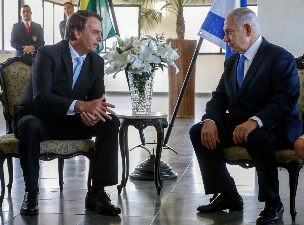 Presiden Brasil Jail Bolsonaro (kiri) dan PM Israel Benjamin Netanyahu. (Foto: AFP)