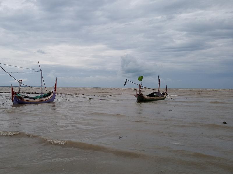 Nelayan tidak melaut karena gelombang tinggi. Medcom.id / Rahmatullah
