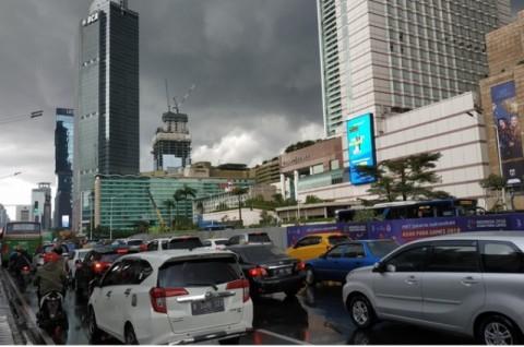 Hujan Deras dan Angin Kencang Landa Jakarta