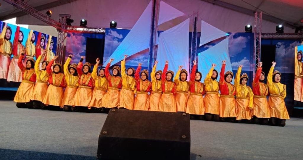 Siswa MAN Insan Cendekia menampilkan tari Ratoh jaroe di Festival Janadriyah, Kemenag/Humas.