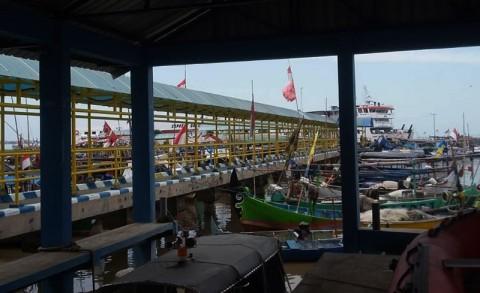 Ratusan Wisatawan Tertahan di Karimunjawa