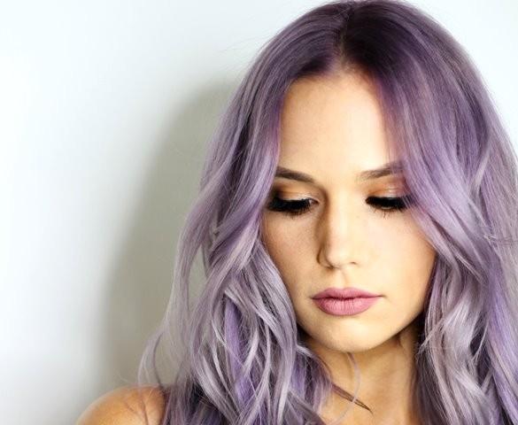 Warna rambut lilac atau keunguan akan jadi tren di tahun 2019 ini. (Foto: Kareya Saleh/Unsplash.com)