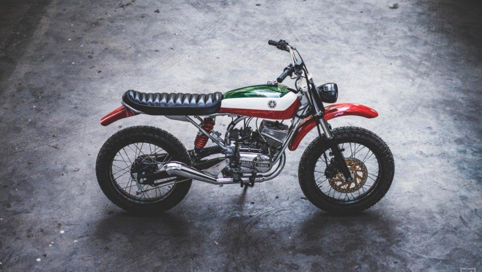 Yamaha RX 100 bergaya scrambler. Indianautosblog