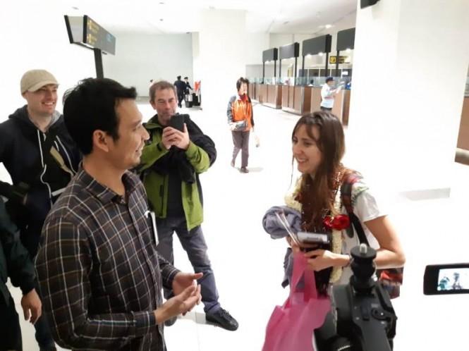PT Angkasa Pura II memberikan berbagai hadiah kepada para penumpang yang pertama di tahun 2019 tiba di Bandara Internasional Soekarno-Hatta, Tangerang.