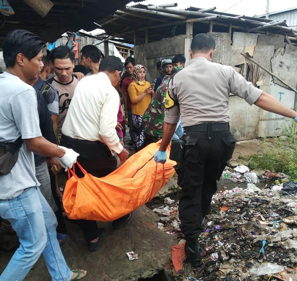 Dokumentasi Polsek Balaraja: Pasangan suami istri tewas dikediamannya di Ruko Pasar Sentiong, Balaraja, Kabupaten Tangerang, Banten.