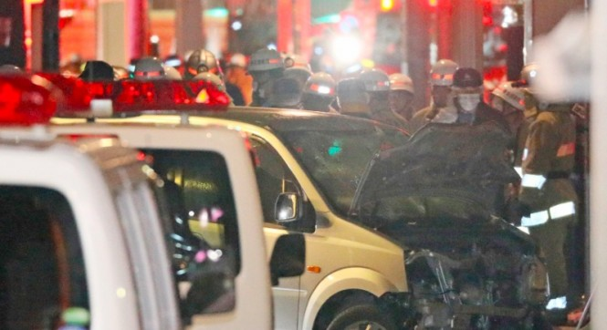 Sebuah kendaraan yang digunakan oleh Kazuhiro Kusakabe menabrak kerumunan warga di Tokyo, Jepang. (Foto: AFP).