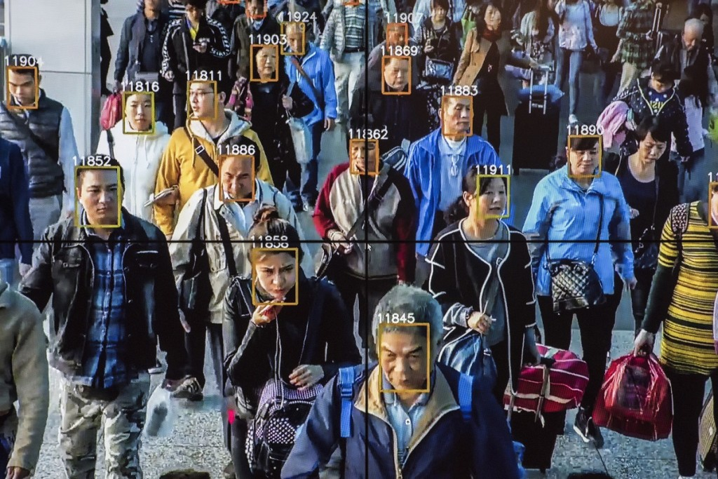 Penggunaan teknologi pengenal wajah pada kamera pengawas atau CCTV. (Gilles Sabrié / The Washington Post)