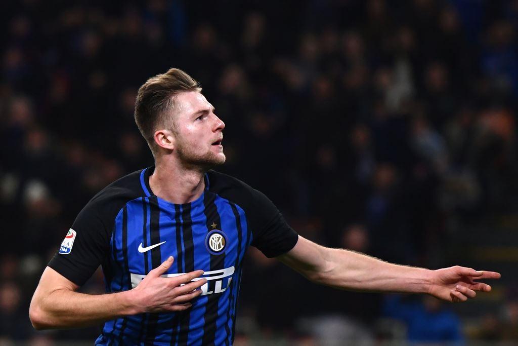 Milan Skriniar memilih bertahan di Inter Milan (AFP/Marco Bertorello)
