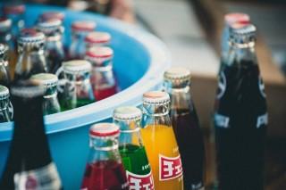 Mengapa Soda Lebih Segar jika Dikemas dalam Botol Kaca?