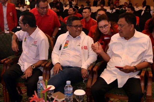 Bendum PDIP Olly Dondokambey (kanan pembaca)/ANT/Adwit B Pramono