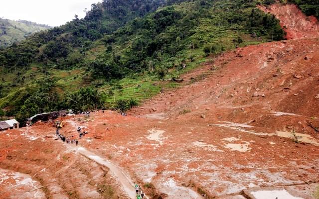 Foto udara bencana longsor melanda kampung Cimapag, Desa Sirnaresmi, Kecamatan Cisolok, Kabupaten Sukabumi, Jawa Barat, Rabu (2/1/2019). Antara/M Agung Rajasa