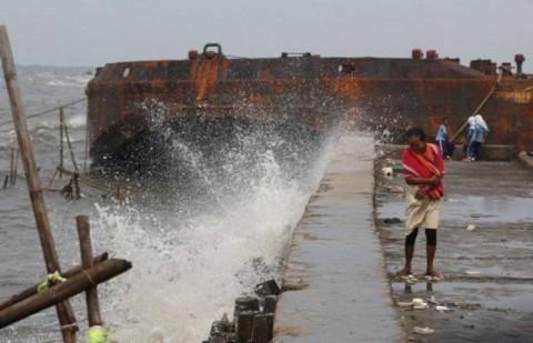 Gelombang Selat Karimata Diperkirakan Mencapai Empat Meter