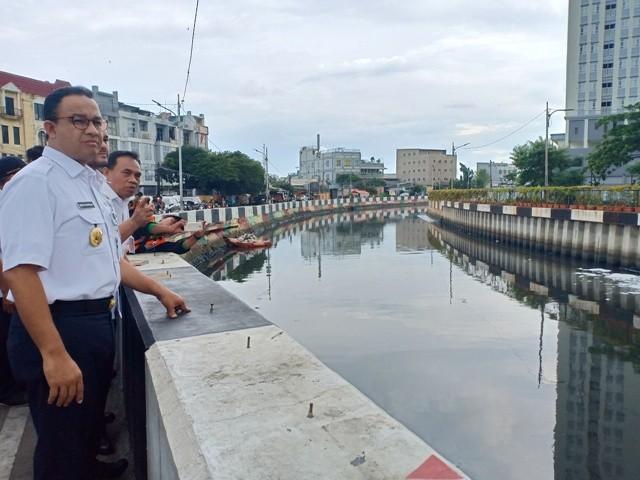 Gubernur DKI Jakarta Anies Baswedan meninjau Kali Item di Jakarta Pusat. Medcom.id/Cindy