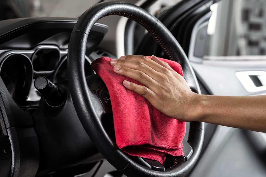 Setir mobil harus rajin dibersihkan agar nyaman saat digenggam. CarFromJapan