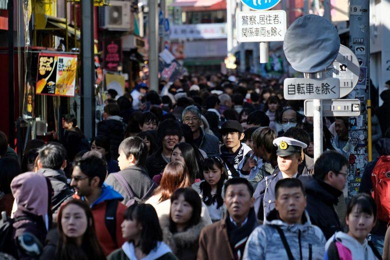 Turis memenuhi kawasan Harajuku, Jepang. (Foto: AFP)