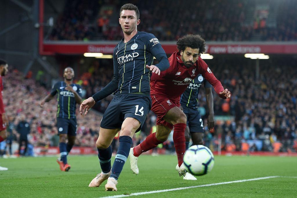 Aymeric Laporte dan Mohamed Salah (AFP/Paul Ells)