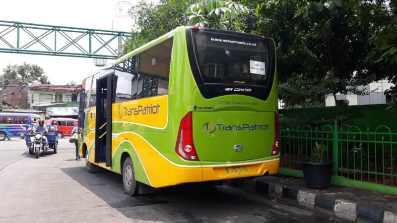 Bus Trans Patriot terparkir menunggu penumpang di Terminal Bekasi.