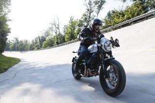 Gaya Modern Ducati Scrambler Café Racer