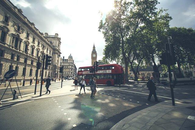 Kota Taman Nasional di London bertujuan untuk mengubah cara berpikir orang tentang ruang hijau di daerah perkotaan. (Foto: Tamara Menzi/Unsplash.com)