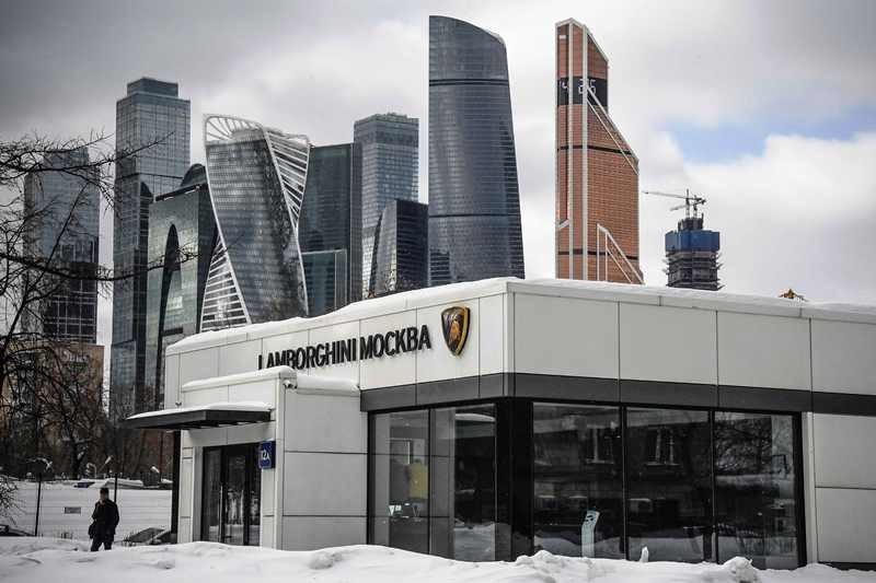Ruang pamer supercar Lamborghini di Moskva City. Moscow saat kini punya populasi butik mobil dan busana mewah yang besar. AFP Photo/Alexander Nemenov