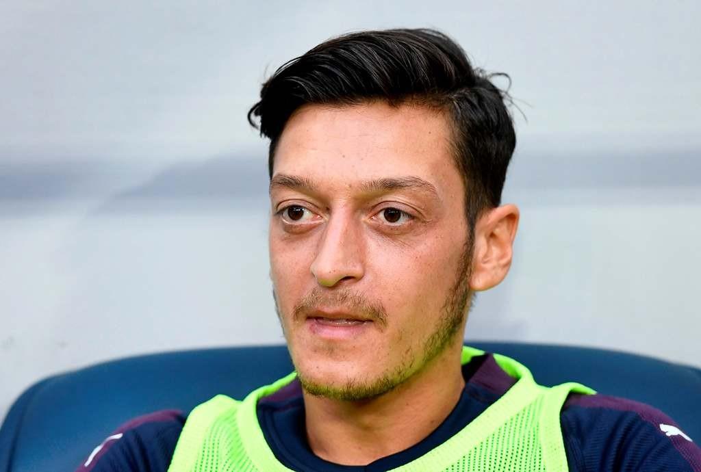 Mesut Ozil, melalui sang agen, membantah ingin meninggalkan Arsenal (AFP/Jonathan Nackstrand)