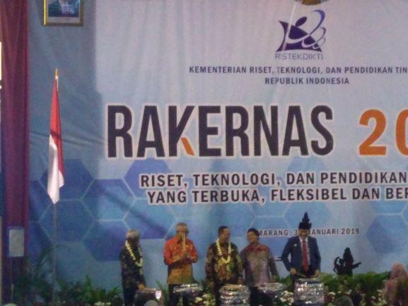 Menteri Mohamad Nasir usai menghadiri Rakernas Perguruan Tinggi Negeri di Kampus Universitas Diponegoro, Semarang, Jateng, Kamis, 3 Januari 2019, Medcom.id/Mustholih