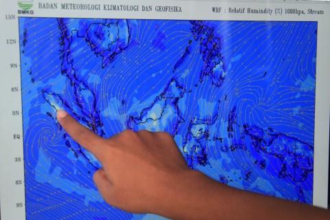 Angin Kencang Dampak Siklon Pabuk dan Siklon Penny