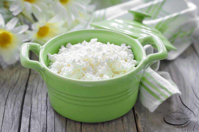 Cottage cheese memiliki setidaknya 400 mg natrium per setengah cangkir. (Foto: iStock/YelenaYemchuk)