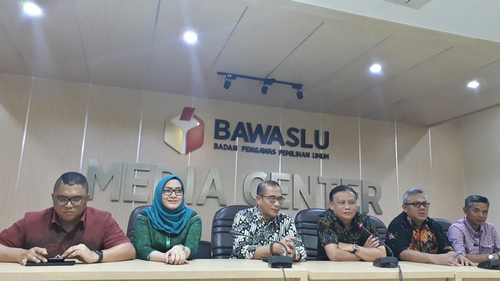 Konferensi Pers KPU-Bawaslu Terkait Hoaks Surat Suara, (3/1). Foto: Faisal