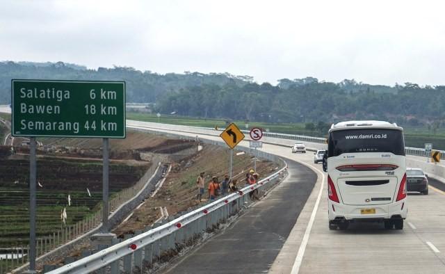 Jalan tol Kartasura-Salatiga ini bagian dari tol TransJawa yang mempersingkat jarak tempuh perjalanan darat dari Jakarta menuju Surabaya. Antara Foto/Puspa Perwitasari