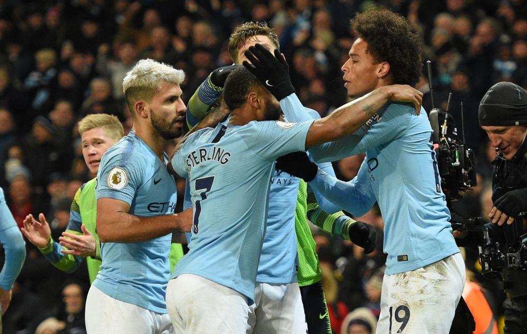 Selebrasi Leroy Sane (kanan) bersama para pemain Manchester City usai membobol gawang Liverpool (Foto: AFP/Oli Scarff)