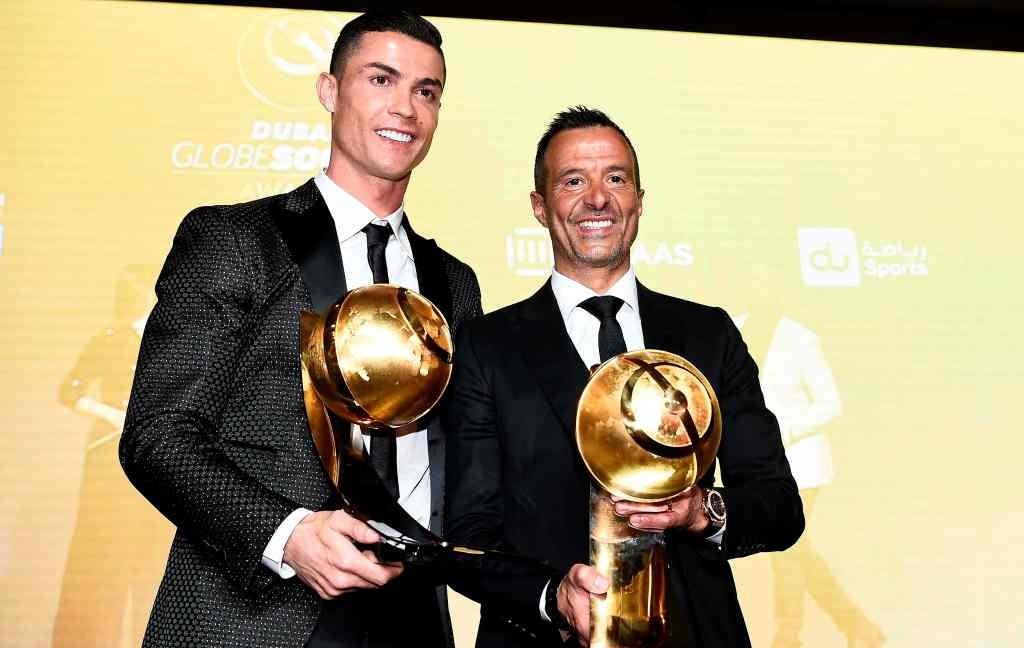 Cristiano Ronaldo memenangkan penghargaan pemain terbaik dunia versi Globe Soccer Awards 2019 (Foto: AFP/Fabio Ferrari)