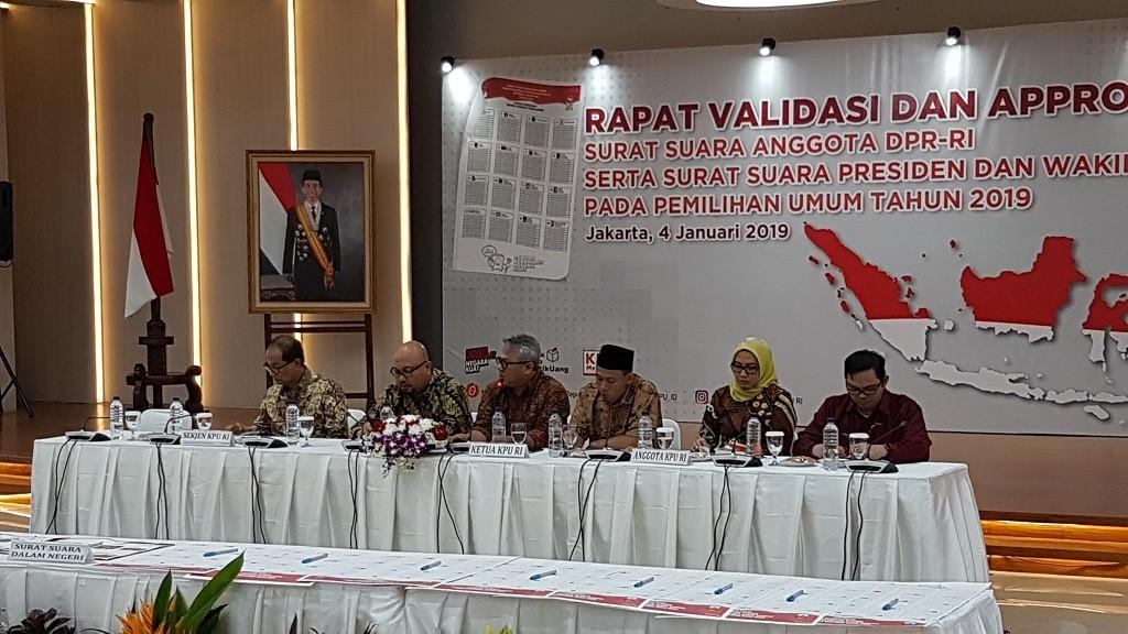 Komisi Pemilihan Umum (KPU) menggelar rapat verifikasi dan approval surat suara anggota DPR serta calon presiden dan calon wakil presiden - Medcom.id/Damar Iradat.