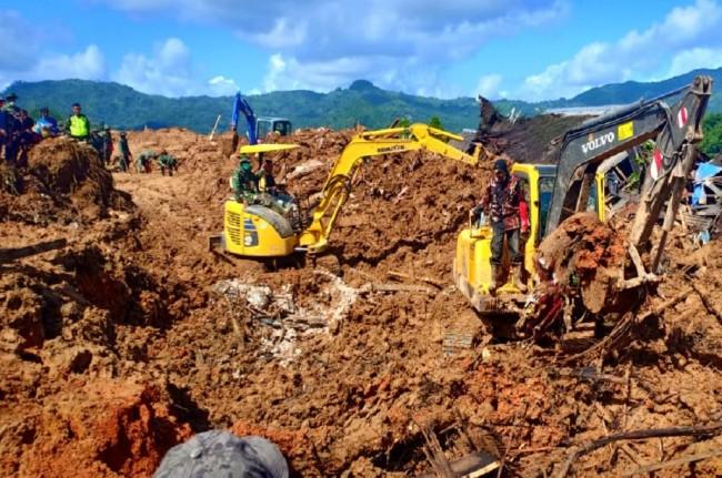Tim gabungan mengerahkan alat berat untuk menemukan korban jiwa tertimbun longsor di Sukabumi, dok: istimewa