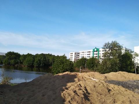 Gundukan Diduga Limbah Ditemukan di Sekitar Rusun Marunda