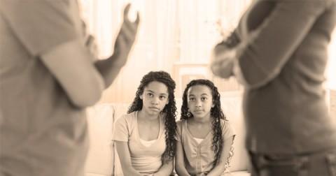 Bertengkar di Depan Anak Lebih Baik daripada Menahan Emosi
