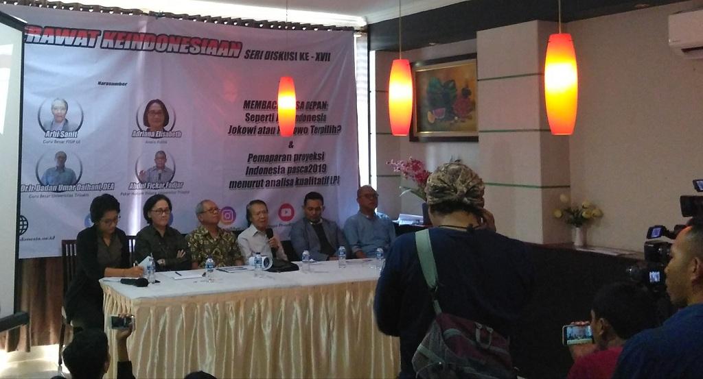 Guru Besar Fakultas Ilmu Sosial Ilmu Politik (FISIP) Universitas Indonesia (UI) Arbi Sanit (memegang mic) - Medcom.id/Cicilia Sinabariba