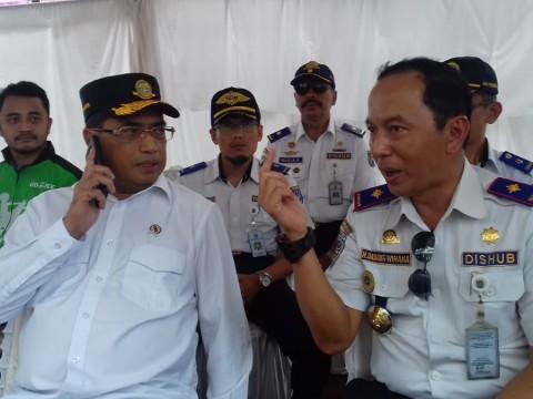 Menteri Perhubungan Budi Karya Sumadi (Kiri), saat bercengkrama